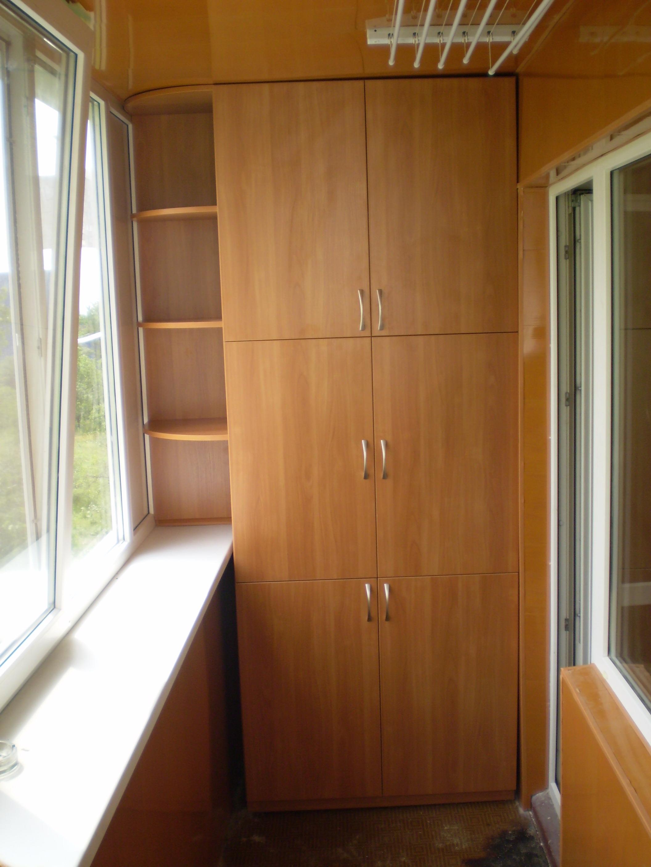 Встроенный шкаф на балконе.